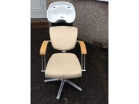 Hairdressers lean back movable sink and chair