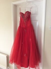 STUNNING RED PROM DRESS / SPECIAL OCCASION DRESS £25 ono.