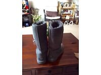 Grey ladies classic Ugg boots size 6 OOS
