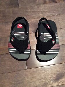 NEW !!! Quiksilver toddler sandals - sandales pour bambin
