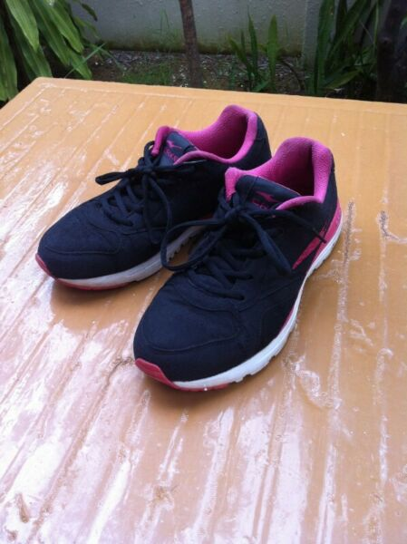 Erke black pink shoes. Size US 7.5 UK 6, EU 39 CHN 245. In  good   condition.