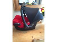 Maxi Cosi & Isofix base in Rebel Red