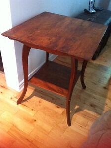 table en bois carré ancienne