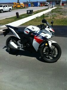 Perfect Starter Bike 2014 Honda CBR 125R!! (Safetied)