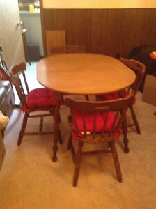 Dining Room Table & 4 Chairs with Tie-on Cushions