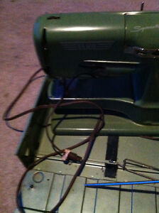 Elna Supermatic Sewing Machine Cambridge Kitchener Area image 3
