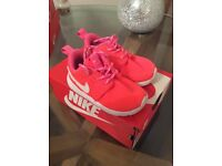 Nike roshe pink toddler trainers size 4.5 (infant)