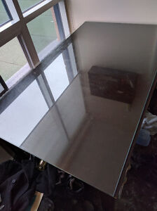 High Quality Dining Room Table w Glass Top. Sits Up to 6 People