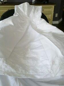 Davids Bridal Wedding Dress - Size 14