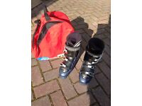 Ski boots size 7 and carry bag