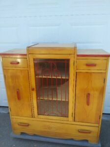 plusieurs meubles antique...BROCANTE FLEUR DE LYS