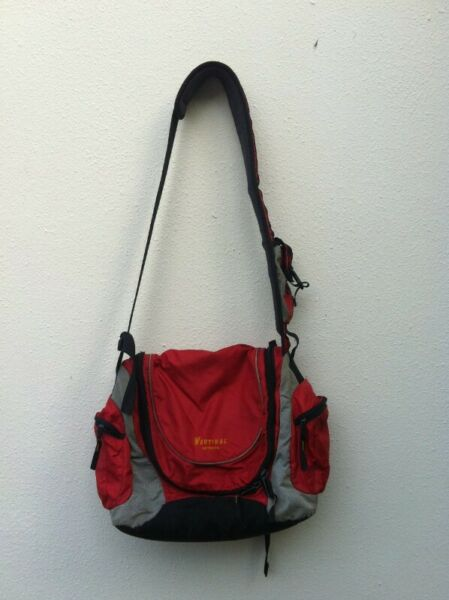 Vertikal Outbound bag. Dimension 55 x 45 x 30cm. In good condition.
