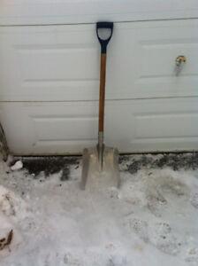 pelle a neige en aluminium.