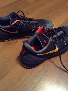 Kobe Venomenon Shoes size 8