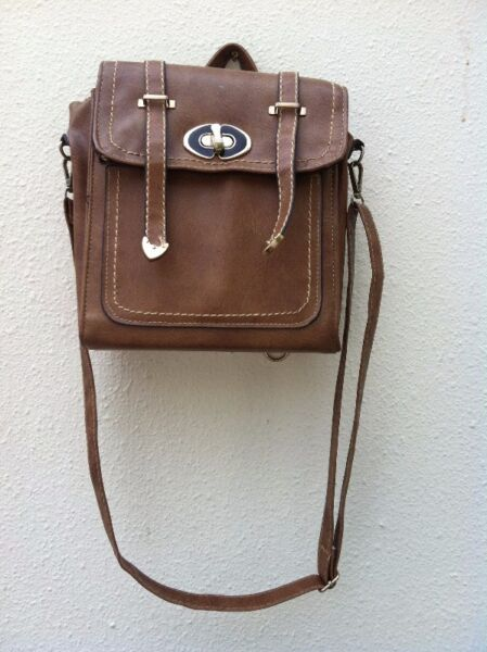 Brown shoulder bag dimension 23 x 27.5 x 9cm. In good condition