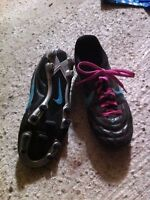 Women's 7.5 NIKE soccer cleats shoes