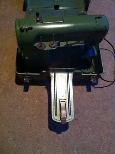 Elna Supermatic Sewing Machine Cambridge Kitchener Area image 4