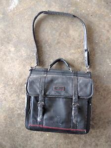 Targus leather laptop shoulder bag Kitchener / Waterloo Kitchener Area image 1