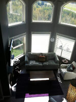 Beautiful furnished condo on the top floor! Amazing view!