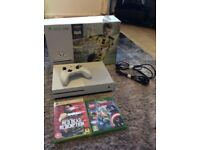 Xbox one 500gb with two games mint condition