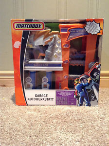 Matchbox garage workstation toy with Matchbox car -unopened! Kitchener / Waterloo Kitchener Area image 1