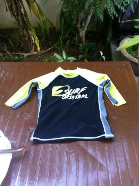 Surf Original wet suit top. Size Medium. Used only twice and in good condition.