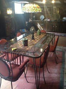 Pièce de collection table et chaise fer forgé et marteler