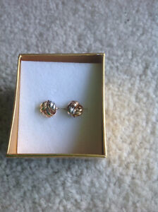 14 Kt gold earrings, 3 pairs $100 each or $250 for all 3 Sarnia Sarnia Area image 3