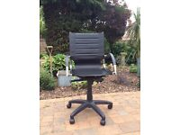 Height adjustable desk chair in great condition