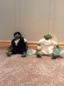 Mr. and Mrs. Pondhopper frog dolls shelf sitters-Russ Berrie &Co