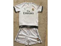 BoysReal Madrid football kit age 7-8