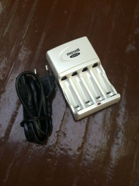 Maxwell Quick battery charger. In good working condition.