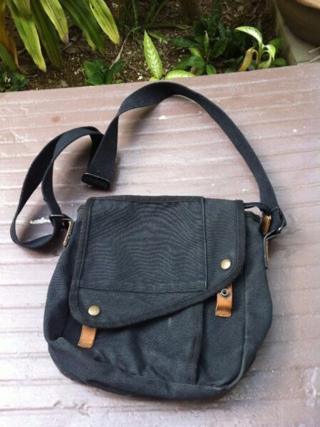 Canvas sling bag. Dimension 26 x 25 x 10cm. In good condition.