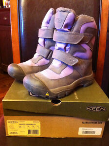 Keen Boots - size 3