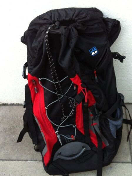Vital Gear mountain climbing haversack with rain cover in good condition. Dimension 47 x 35 x 15cm.