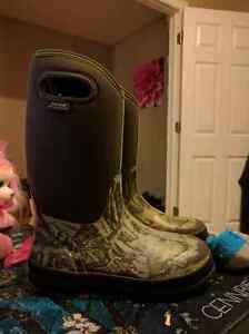 Boys bogs  size 6 (youth) waterproof winter boots