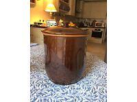 stoneware breadcontainer