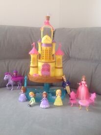 Sofia the 1st Mermaid Floating 2 in 1 Palace, Royal Family Figures, Sofia and Flying Minimus Toys