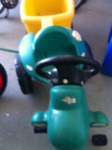 Little tikes pedel Tractor and Trailer