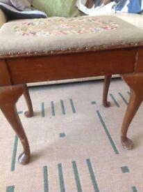 Piano stool with storage