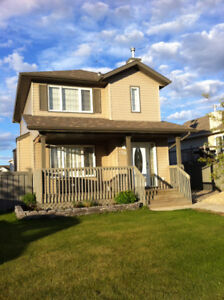 Beautiful 4 bedroom 3.5 bathroom family home avail Oct. 1