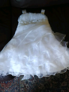 Junior bride/ flower girl dress. Infant size small.