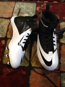 Nike size 7 white and black football shoes