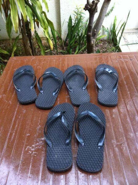 Black slippers, 3 pairs. Hardly use and in good condition. Price is for all three pairs.