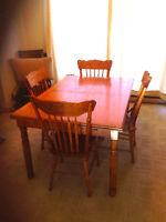 Oak dining table and chairs in good condition
