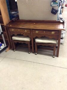 Beautiful table with two stools #hfhrestore
