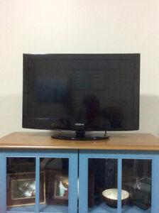 "Insignia - 24"" LCD TV - 720p - 60Hz - HDTV DVD Combo"