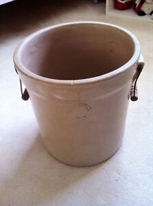 5 Gallon Medalta Potteries Crock. Excellent condition