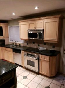 High Quality Wood/Granite Kitchen