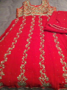 BRAND NEW 2018 INDIAN ATTIRE - WOMENS FASHION - RED FROCK SUIT